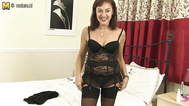 La porno camera cache arab tante aux gros seins a clairement faim du corps masculin