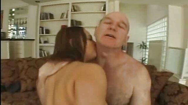 La jeune fille n'a pas encore couché avec un homme, mais craignant de se free mov porno tromper, elle a demandé à son oncle de s'entraîner sur lui. Travaillant avec un stylo et une bouche baveuse, elle a rapidement amené son oncle à l'orgasme